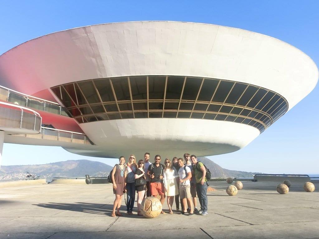 LInda arquitectura del Mac en Niterói, Río de Janeiro, con nuestros alumnos.
