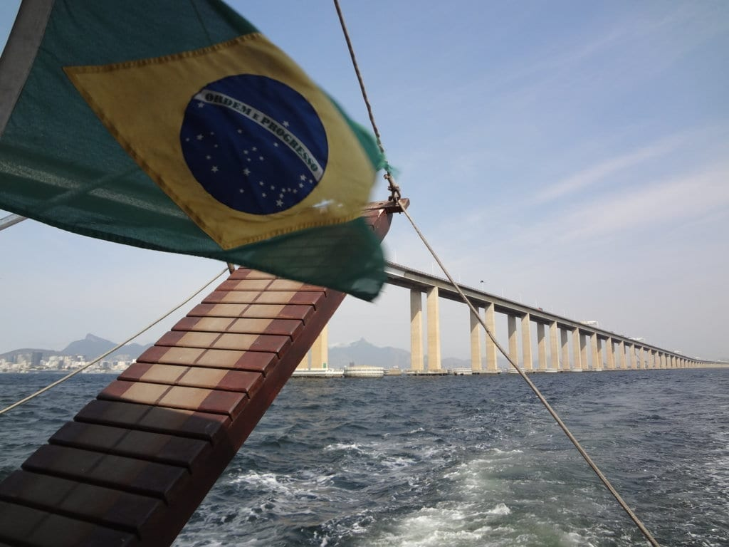 Boat tour. Brazilian flag and the Rio-Niterói Bridge, one of the longest in the world.