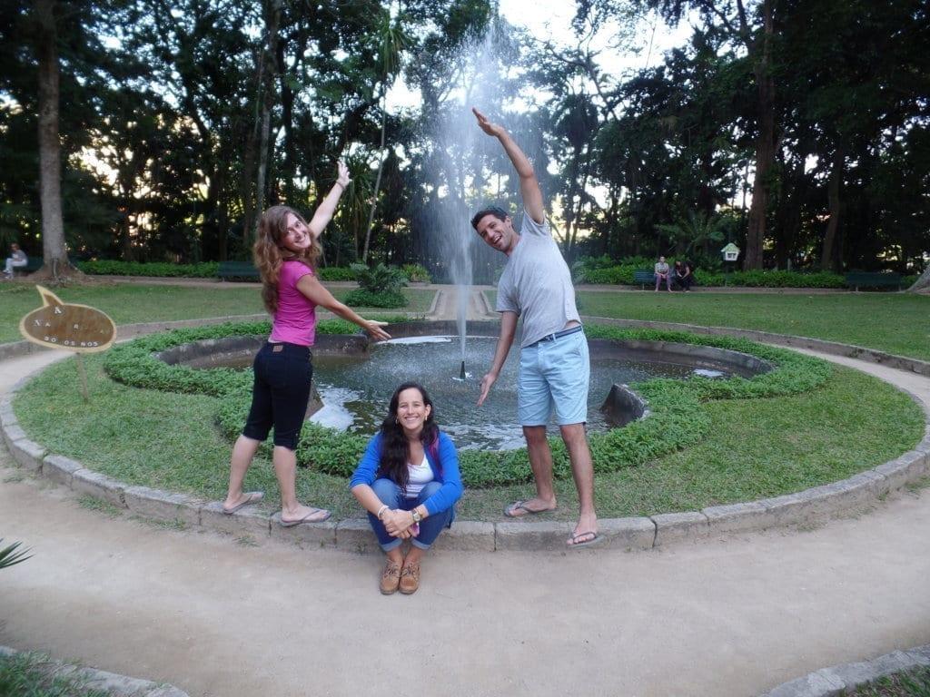 Nossos alunos se divertindo e visitando o Parque Lage.