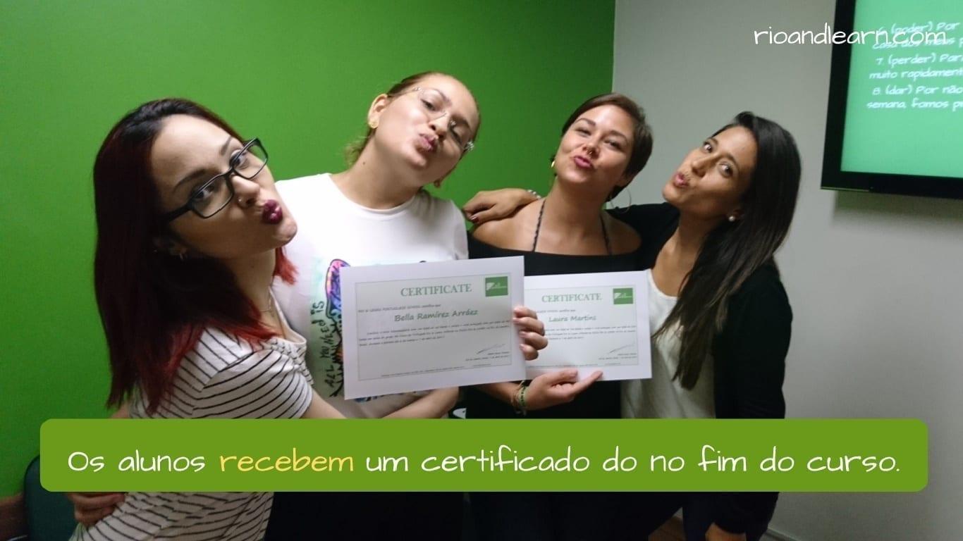 Portuguese Conjugation of Receber. Os estudantes recebem um certificado no fim do curso.