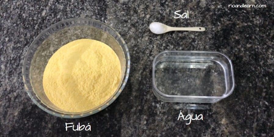 Como se faz Cuscuz Brasileiro. Fubá, água e sal.