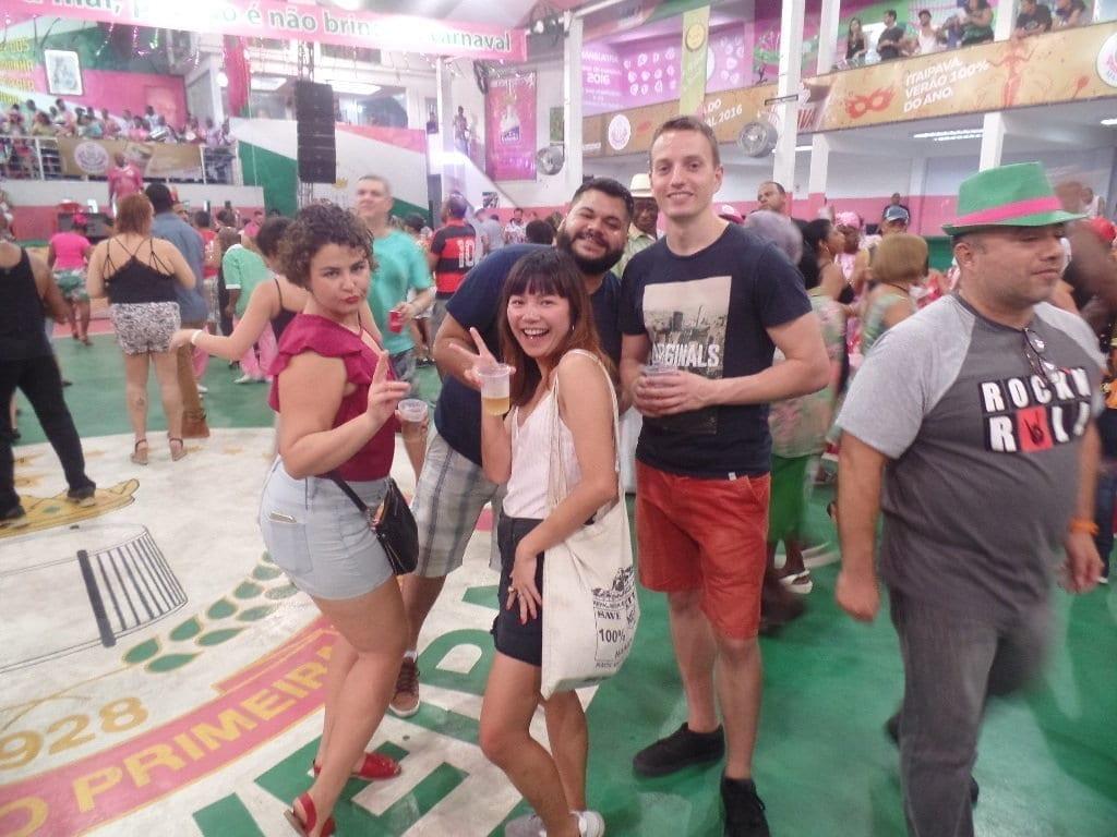 Disfrutando una noche de Samba en Mangueira.
