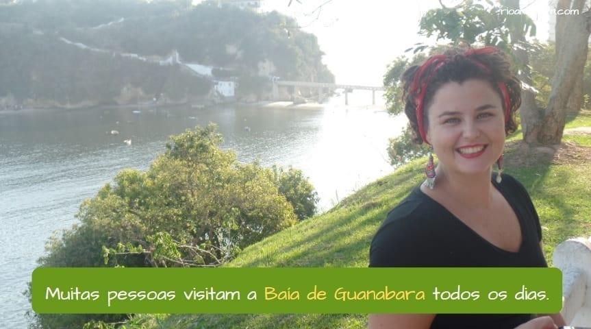 Guanabara Bay in Rio de Janeiro. Muitas pessoas visitam a Baía de Guanabara todos os dias.