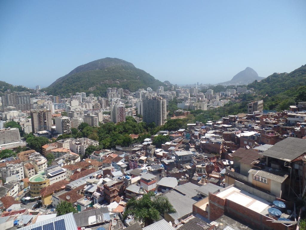 A vista do alto da favela