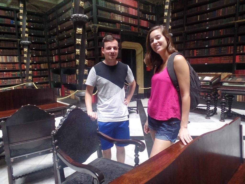Este espectacular Biblioteca de Lengua Portuguesa tiene más de 350.000 libros.