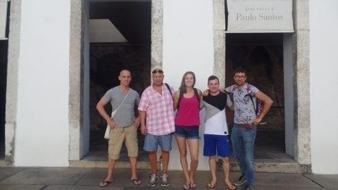 Os alunos em um tour pelo Rio histórico.