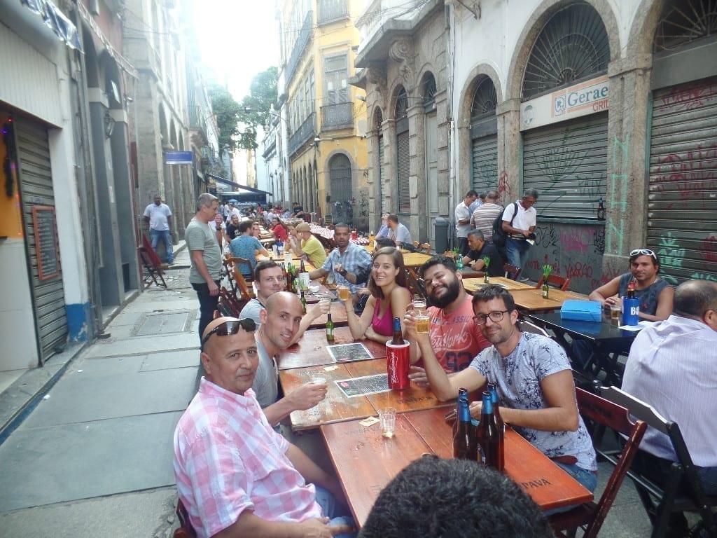 Las viejas calles han llegado a ser un hub de bares en la área del centro de la ciudad.