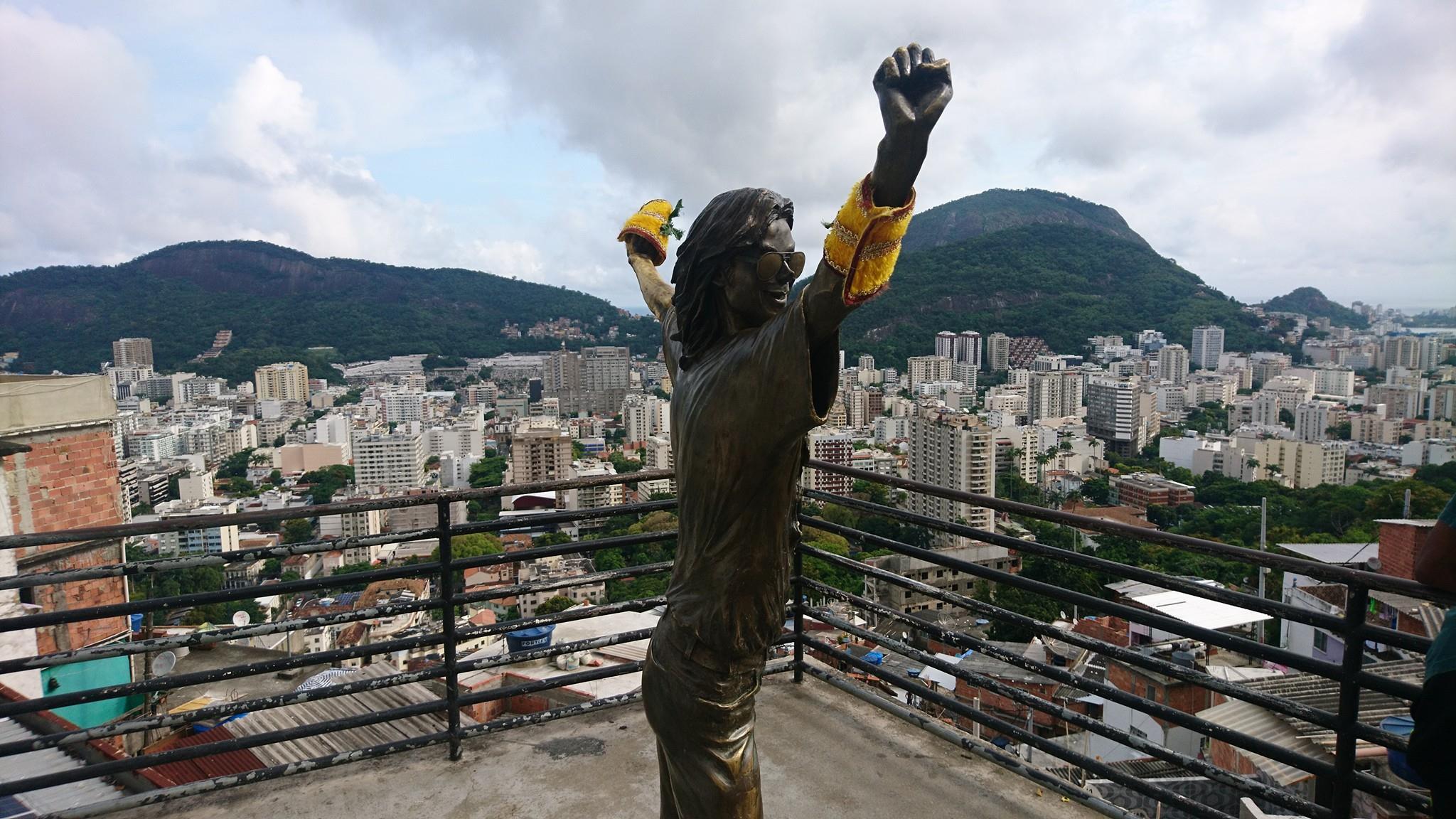 Estatua de Michael Jackson en la Favela Santa Marta