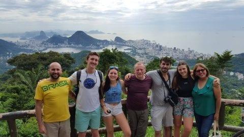 Estudiantes de Rio & Learn en Vista Chinesa de Río de Janeiro.