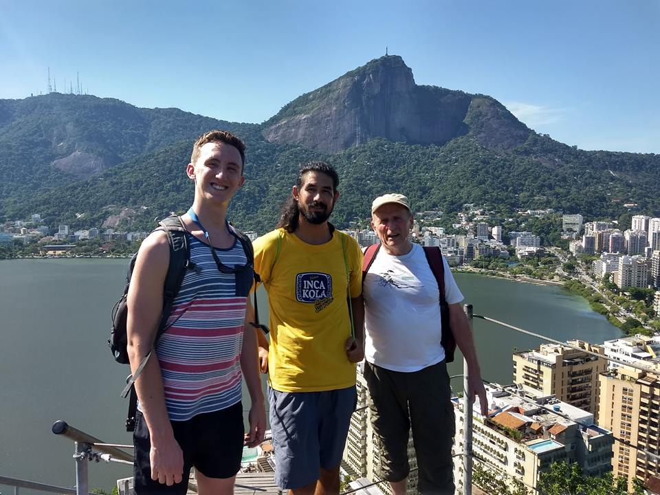 Students enjoying an amazing afternoon at Lagoa during the RioLIVE! Activities - Rio & Learn