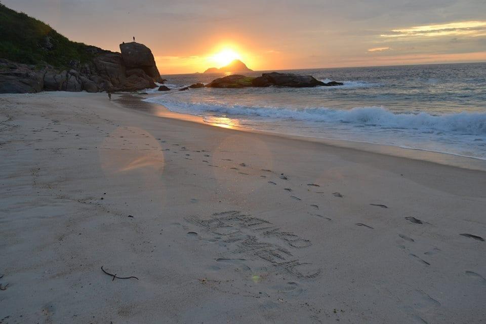 Una de las playas más lindas de Río es la Praia do Meio o Playa de en medio.
