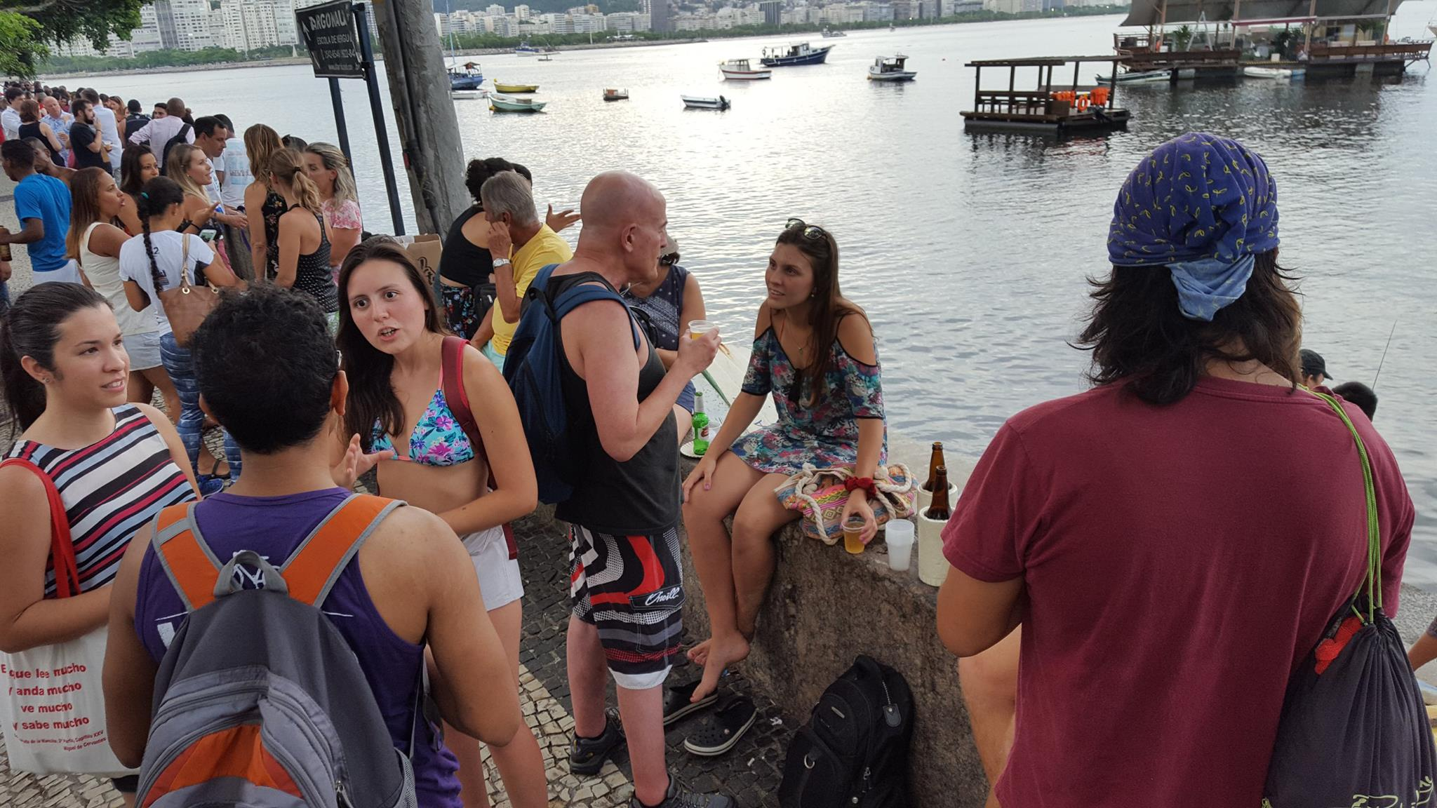 Does cold beer help speaking Portuguese? Oh, it surely does! Students drinking beer at Urca wall in Rio de Janeiro.