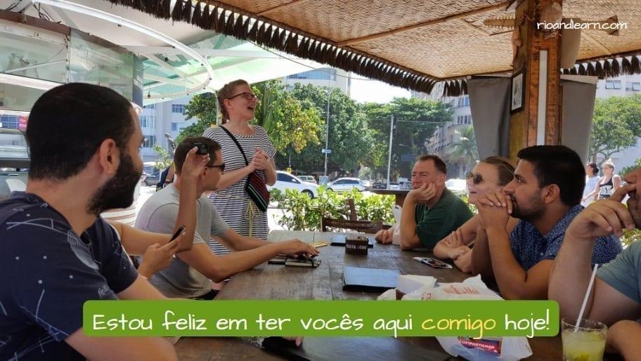 Uso do Mim em Português. Mim in Portuguese. Estou feliz em ter vocês aqui comigo hoje!