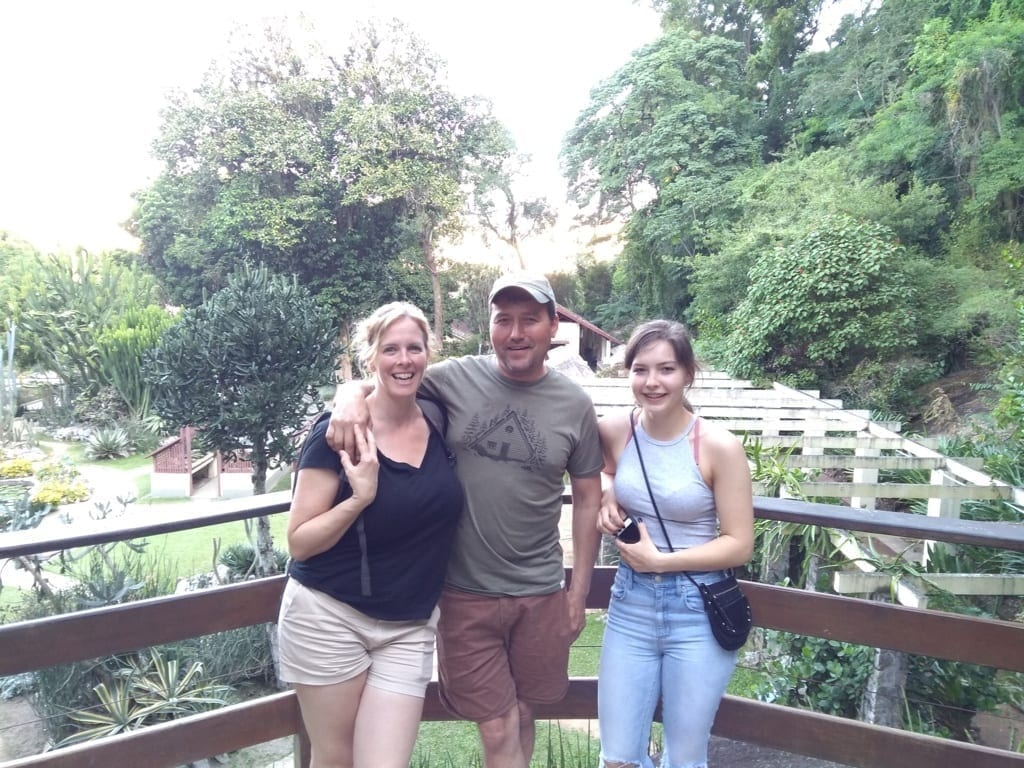 Family enjoying Botanical Garden.