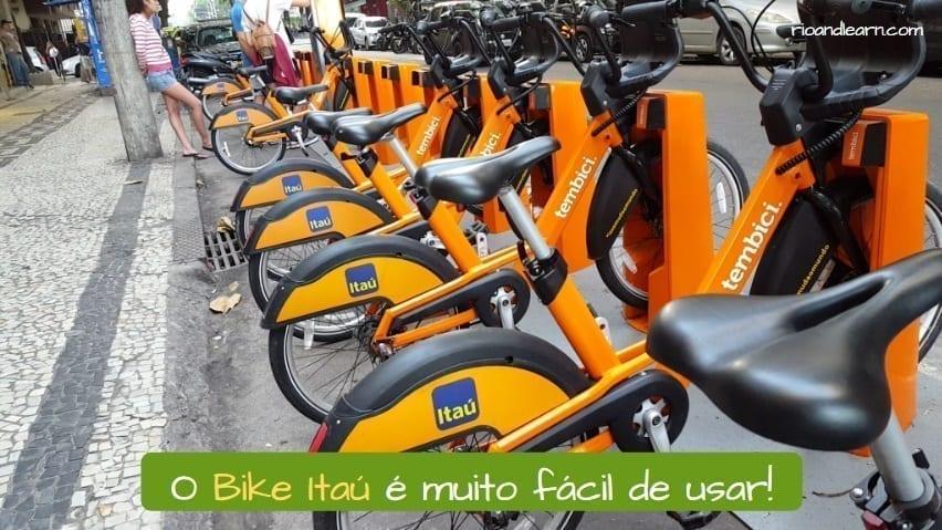 Orange bikes in Rio de Janeiro. O Bike Itaú é muito fácil de usar.
