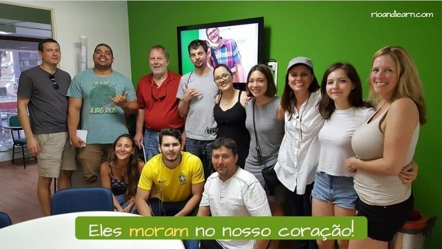 Verb Morar in Portuguese. Eles moram no nosso coração.