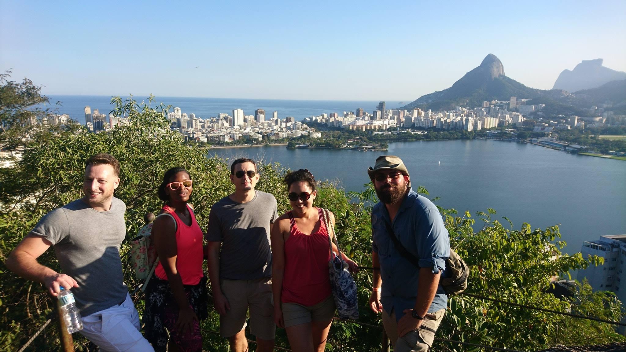Lago soleado en Río de Janeiro.