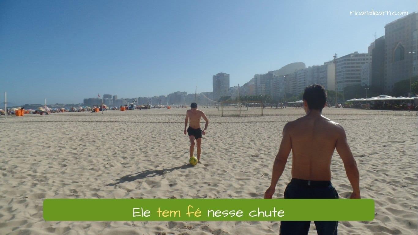 Ejemplo de oraciones con el verbo tener en portugués: Ele tem fé nesse chute.
