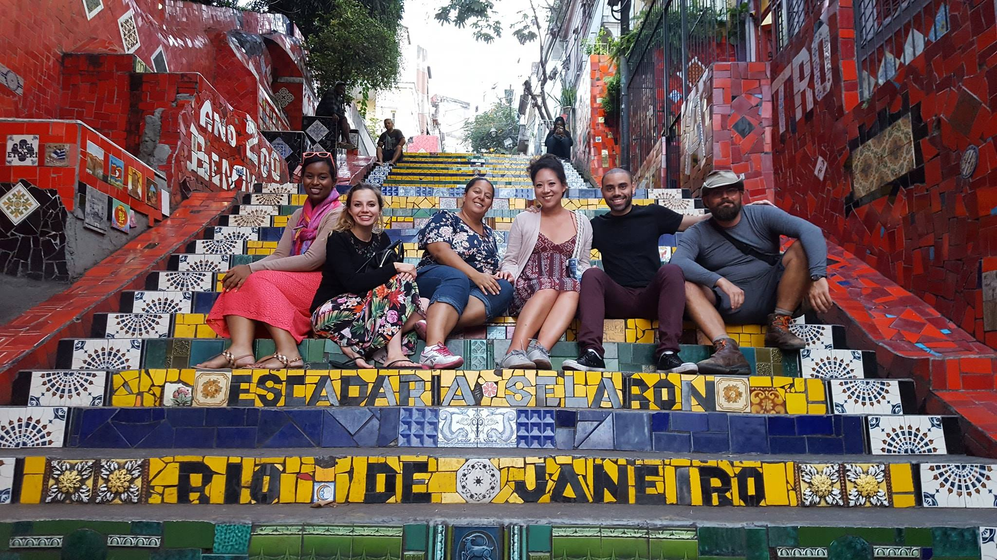 So many colors at Escadaria Selarón. Students at Selarón Stairs