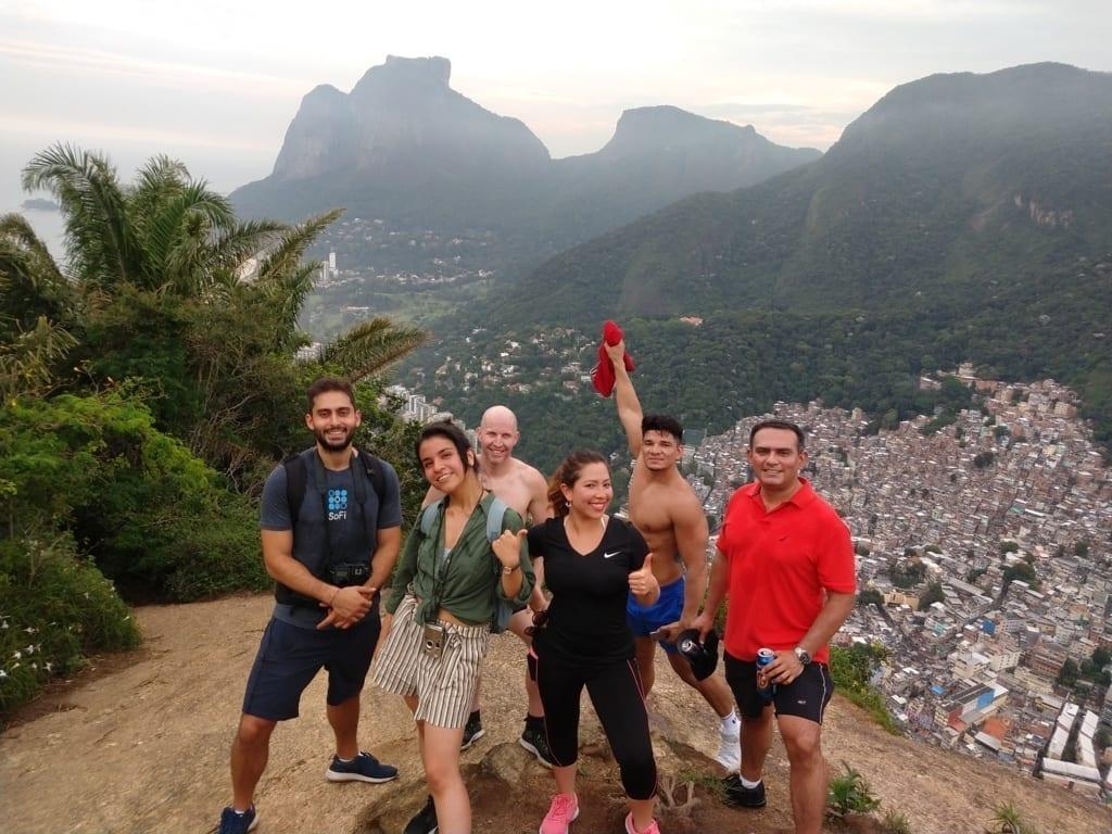 Carioca Hikers. Tourists visiting Dois Irmãos