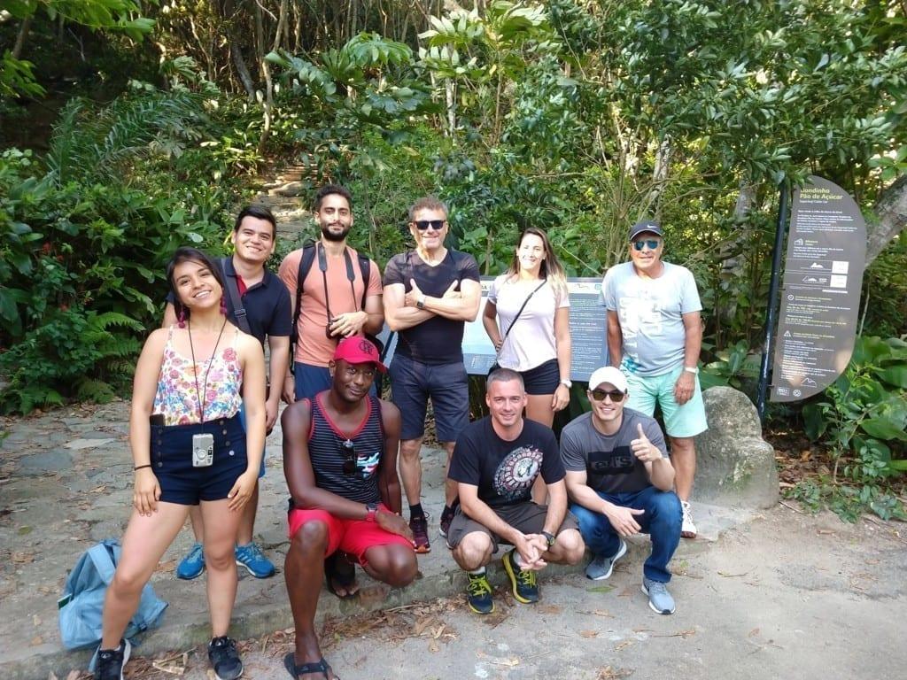 Trilhas e Vistas no Pão de Açúcar. Touristis visiting Sugar Loaf.
