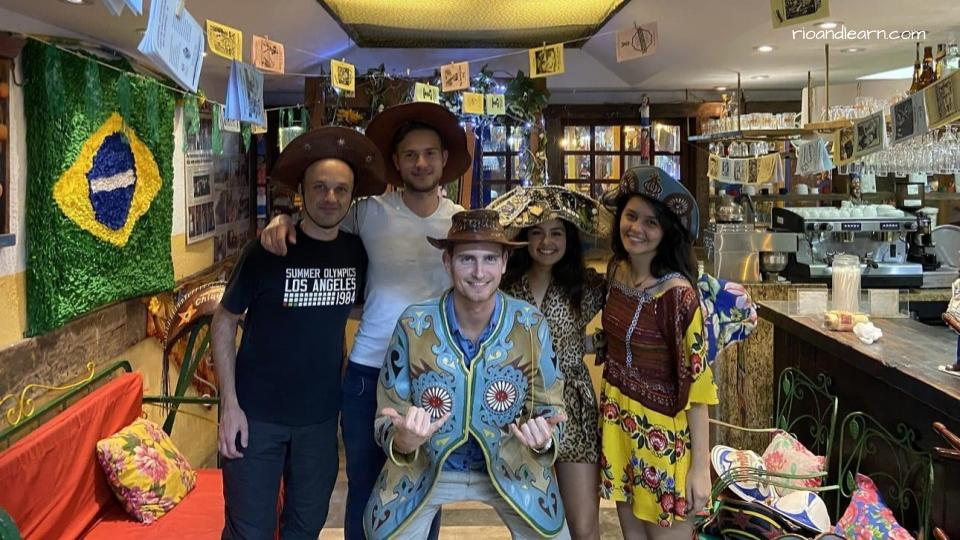 Sintiéndonos como un sertanejo más en la Feria de San Cristóbal.