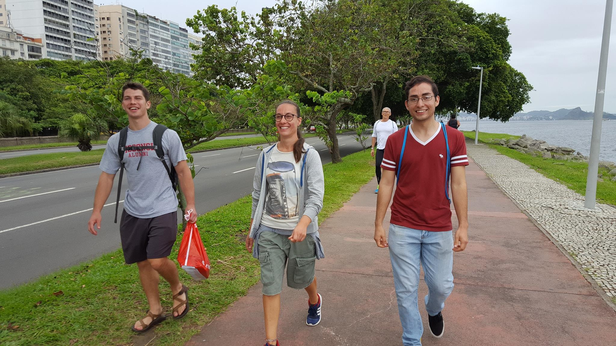 Walk, walk fashion baby! Foreigner students walking along Botafogo Cove.