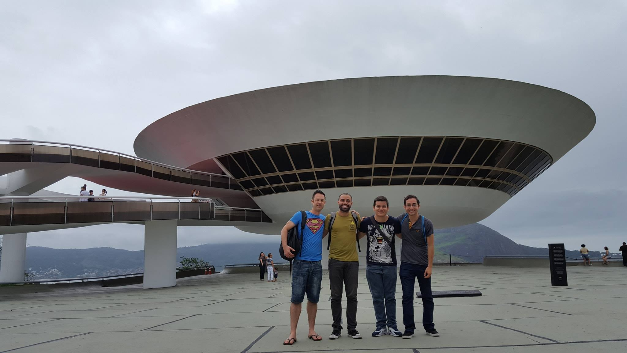 Meeting Oscar Niemeyer at the Niterói Museum of Comtemporary Art.