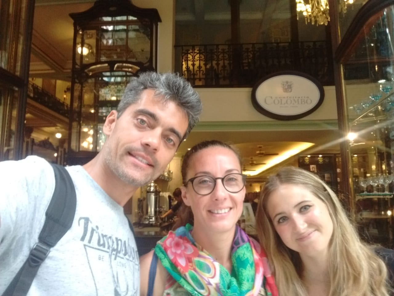 Portuguese students at Confeitaria Colombo Centro