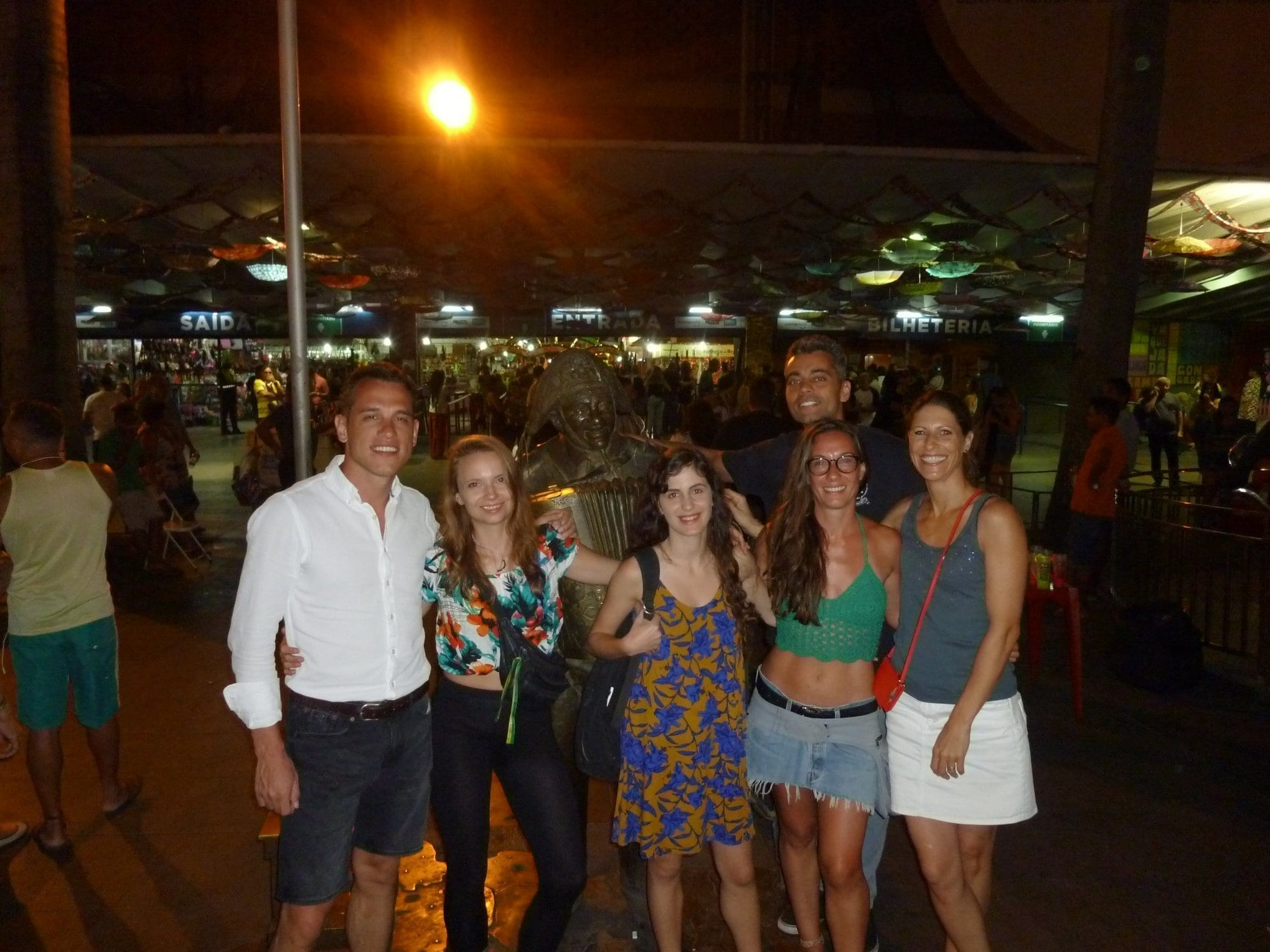 RioLIVE! São Cristóvão Fair. Statue of Luiz Gonzaga. Students at the great concert by Amado Batista. An incredible night among friends.