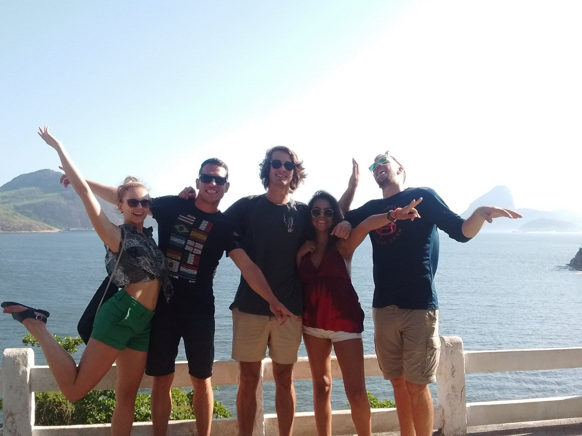 RioLIVE! - Students enjoying the day at Niterói. Feeling good. Happy thoughts. just chilling at the mac