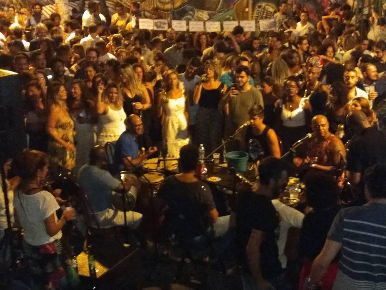 Portugués y la banda de la samba.