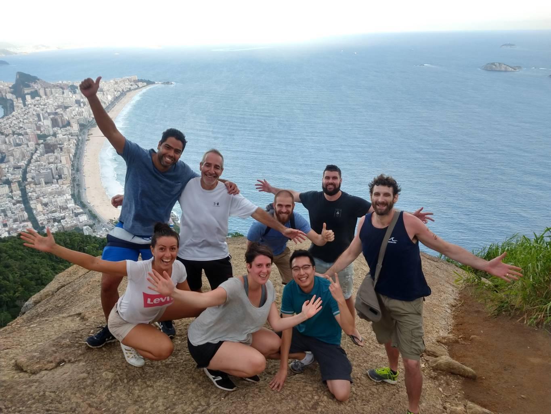 En dos hermanos con los alumnos de portugués de la Rio & Learn.