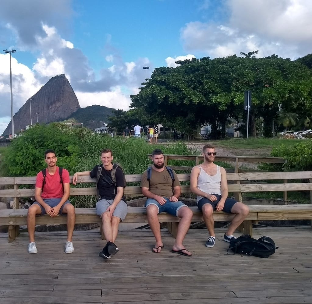 Students sitting and enjoy the view of Aterro do Flamengo.