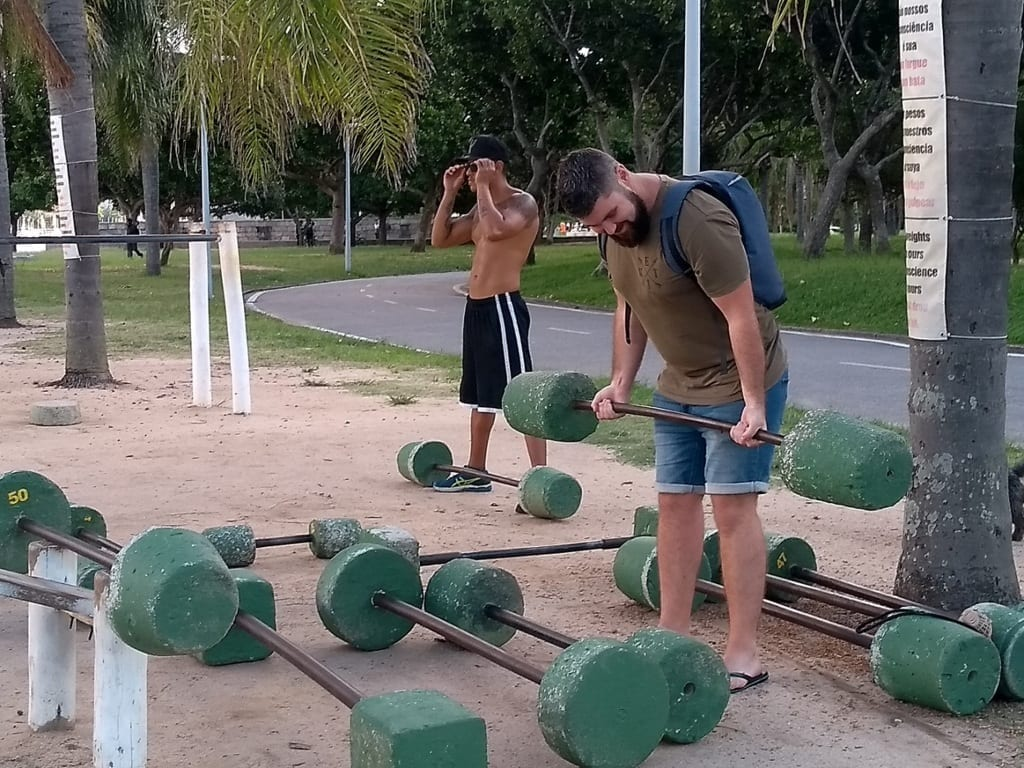 Student working out at the outside gym at Aterro do Flamengo.