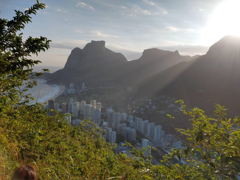 Rayos de sol en Río de Janeiro entre la naturaleza.