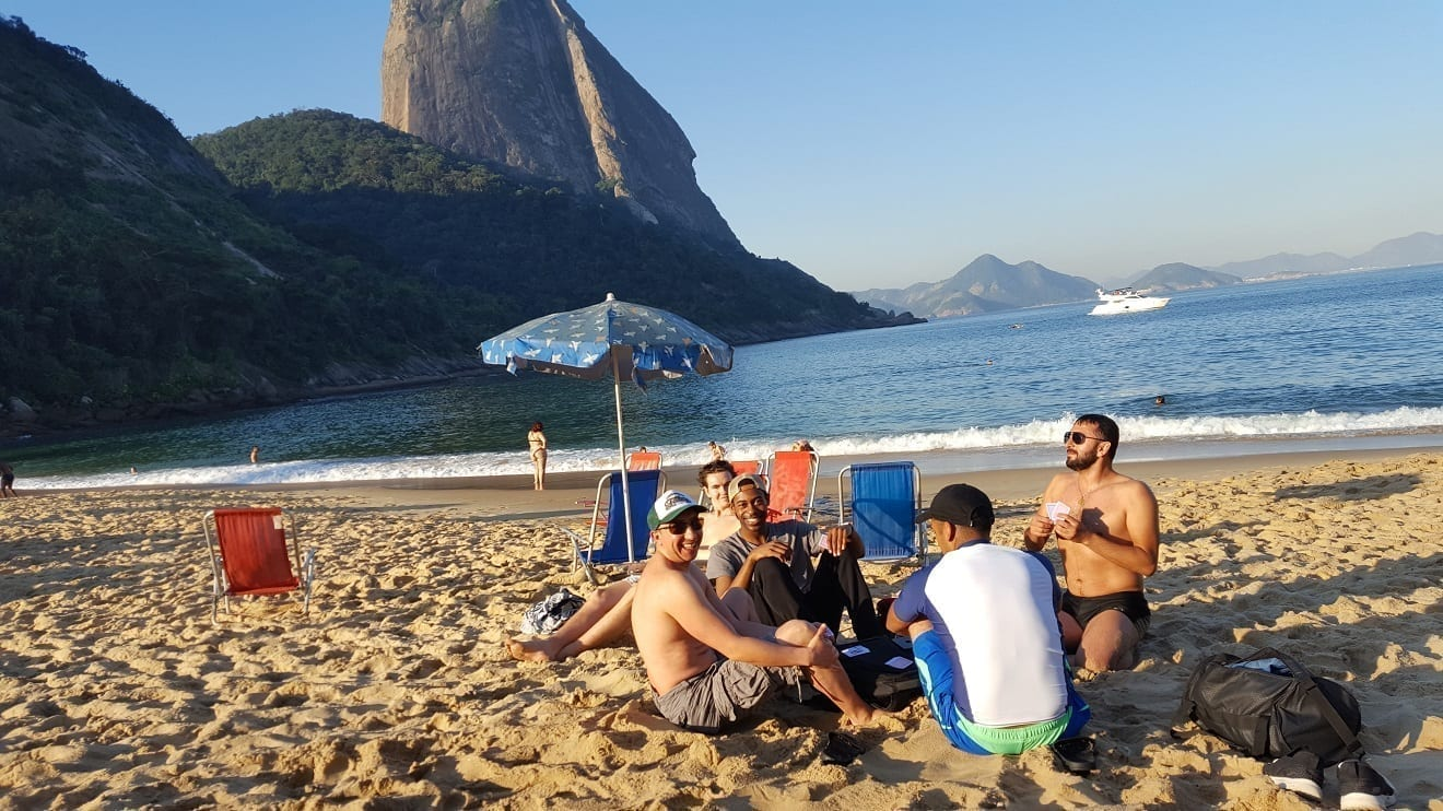 Playing cards in Urca at praia vermelha beach.