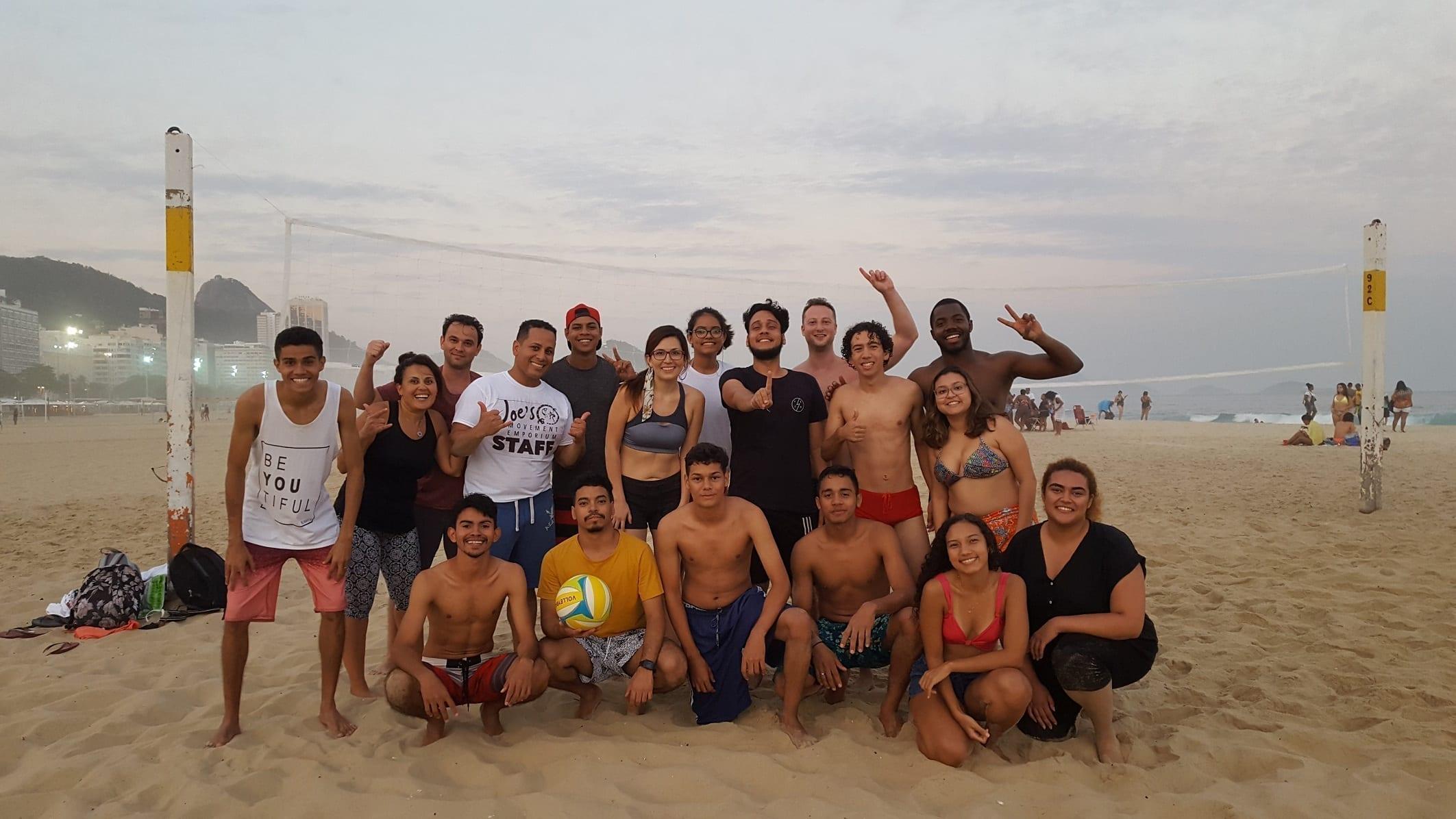 Grupazo para jugar a volley en Copacabana.