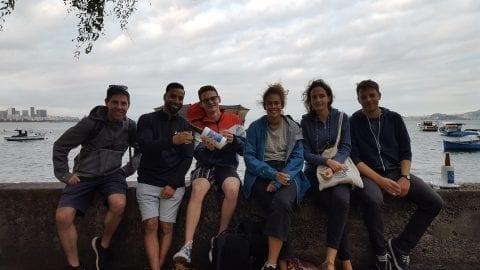 Usando nossos Casacos na Mureta da Urca. Fim da tarde na Urca no Rio de Janeiro.