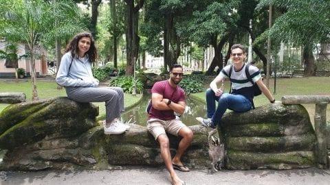 Estudantes posando no jardim do Palácio do Catete.