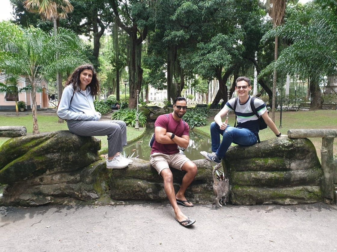 Students posing at Catete Palace's garden in Rio de Janeiro.