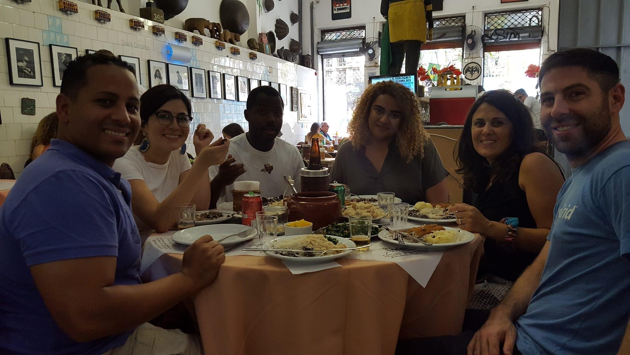 Almoçando no Bar do Mineiro em Santa Teresa. Que mesa linda!