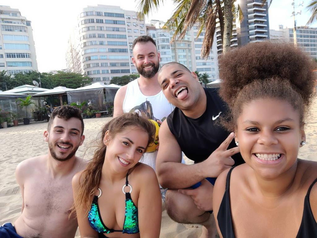 Estudiantes extranjeros amigos en Copacabana.