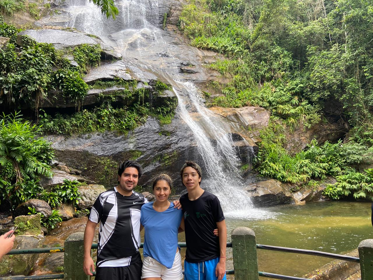 Discovering Tijuca Forest. Students in front of the waterfall in Tijuca Forest