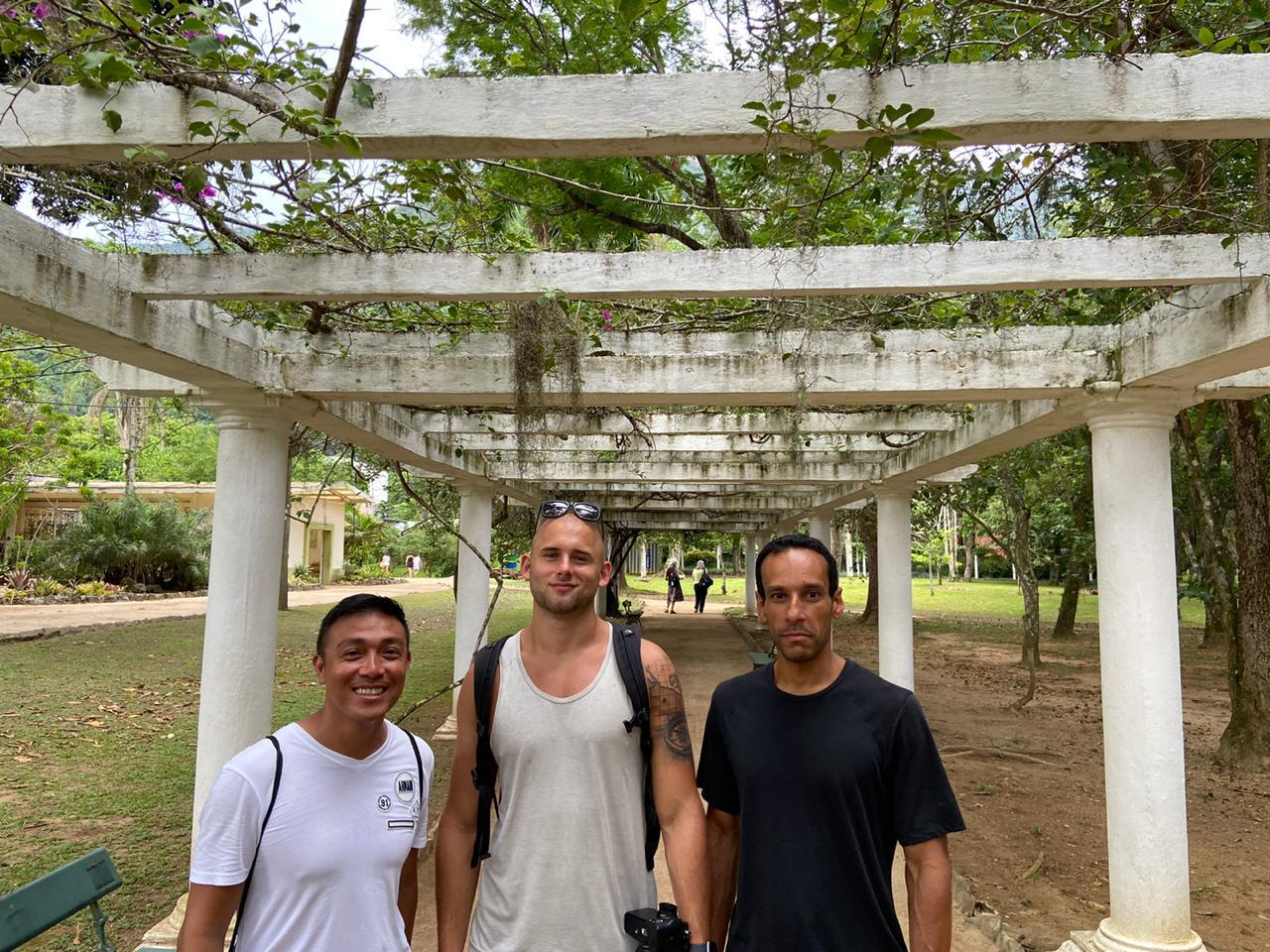 Students strolling through the Botanical Garden