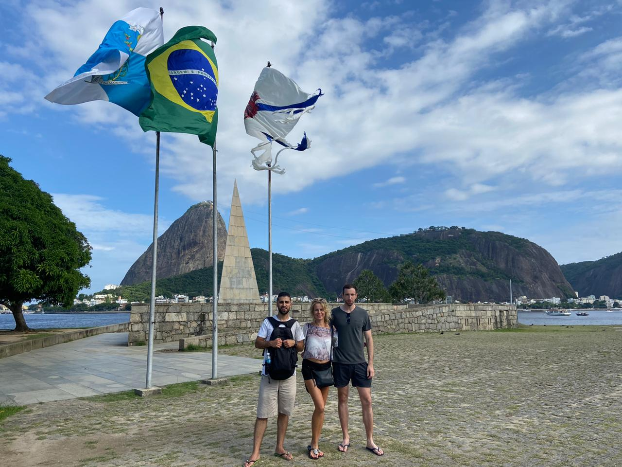 Students in front of the flags of Brazil and Rio de aneiro at Aterro do Flamengo