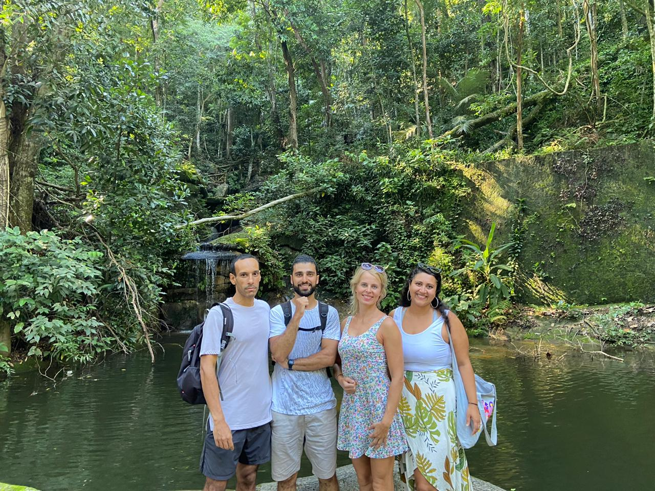 Students in front of waterfall in Parque Lage