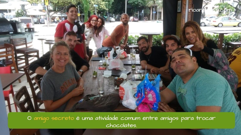 Easter in Brazil. O amigo secreto é uma atividade comum entre amigos para trocar chocolates.