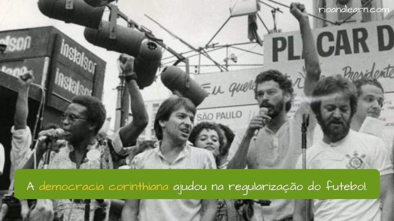 Corinthians Democracy. A democracia corinthiana ajudou na regularização do futebol.