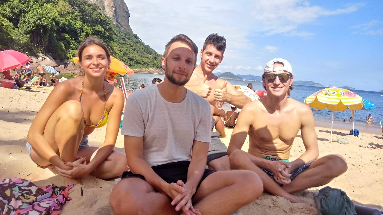Students enjoying Praia Vermelha